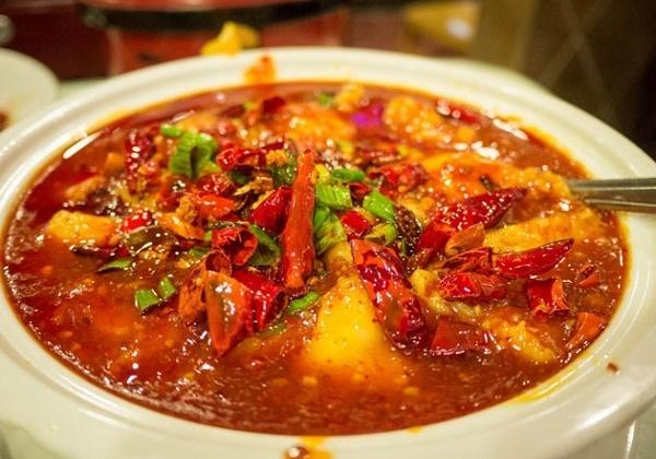 Tránh ăn đồ cay nóng khi bị chua miệng
