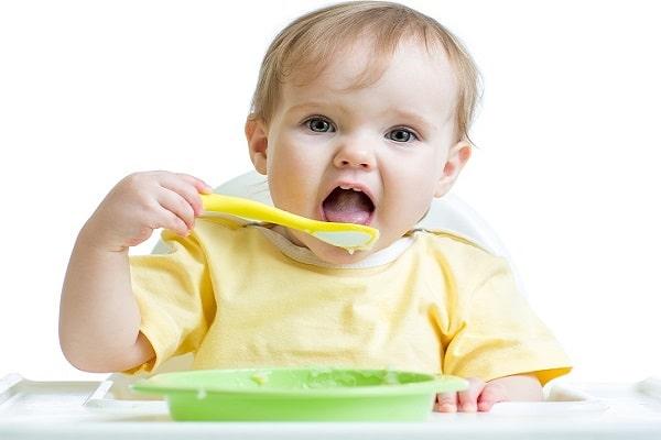 Khi bị sốt mọc răng cần cho trẻ ăn đồ ăn mềm