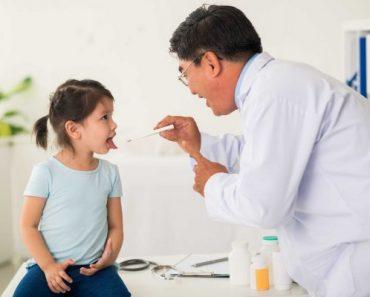 Trẻ bị nhiệt lưỡi có thể do rất nhiều nguyên nhân