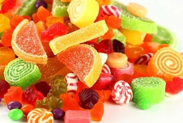 Người niềng răng nên hạn chế ăn bánh kẹo, đồ ngọt