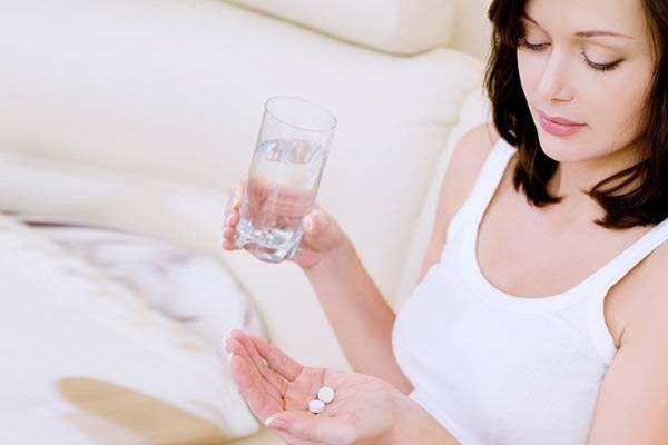 Mẹ mang thai uống thuốc kháng sinh sẽ ảnh hưởng tới màu răng thai nhi