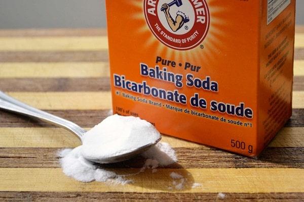 Cách làm trắng răng bằng muối và baking soda