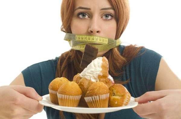 Niềng răng bị hóp má là do phải ăn kiêng sau khi niềng răng