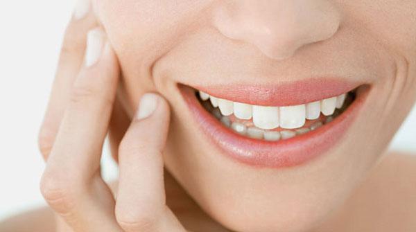 Bọc răng sứ cho răng sâu làm tăng tính thẩm mỹ và bảo vệ răng tốt hơn