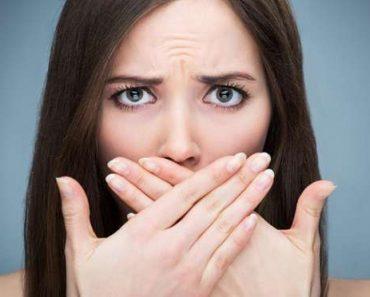 Có nhiều nguyên nhân dẫn tới hôi miệng sau khi bọc răng sứ