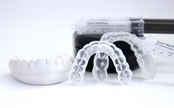 Tẩy trắng răng bằng máng ngậm tại nhà