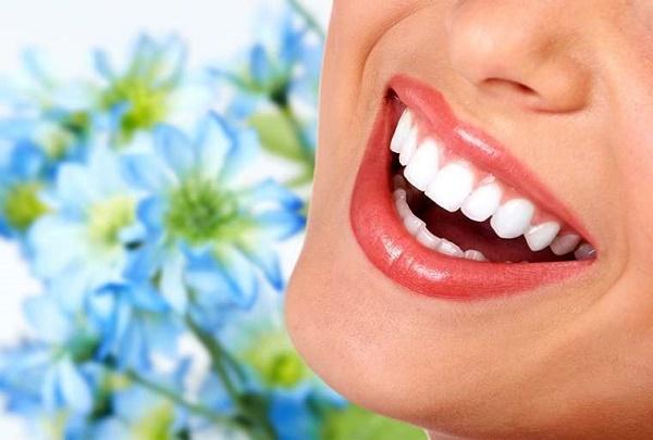 Răng sứ UT Smile mang lại vẻ đẹp tự nhiên, hoàn hảo cho hàm răng của bạn
