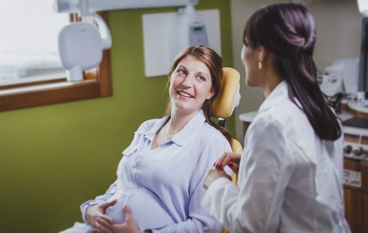 Tham khảo ý kiến của bác sĩ nha khoa nếu muốn bọc răng sứ khi mang thai