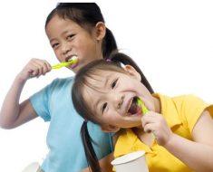 Bố mẹ có thể chọn kem đánh răng nuốt được cho con