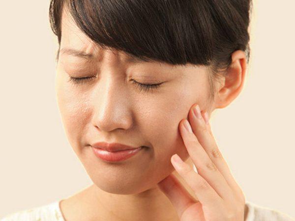 Nếu răng sau khi bọc sứ bị nhức cần gặp ngay bác sỹ để thăm khám