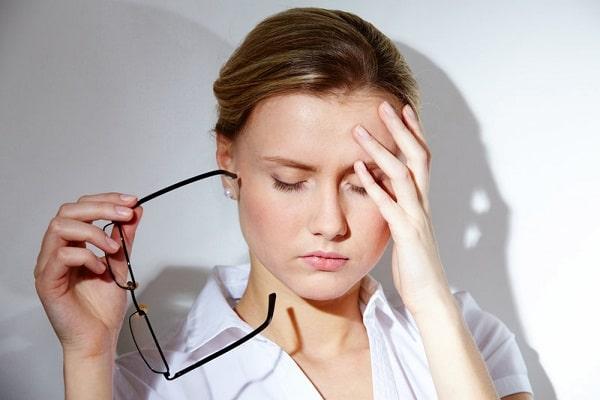 Khi bị căng thẳng sẽ rất dễ gây ra tình trạng nghiến răng