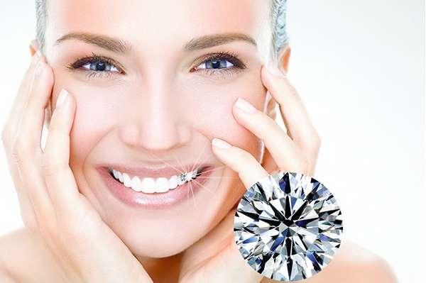 Đính đá vào răng vị trí nào là đẹp phụ thuộc vào loại đá bạn lựa chọn