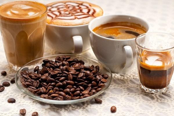 Trà, cà phê,… là một trong những nguyên nhân khiến răng bị nhiễm màu