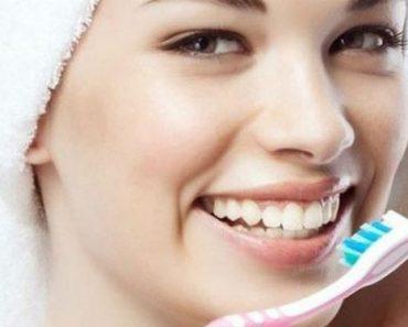 Vệ sinh răng miệng sạch sẽ giúp hạn chế tình trạng răng lung lay
