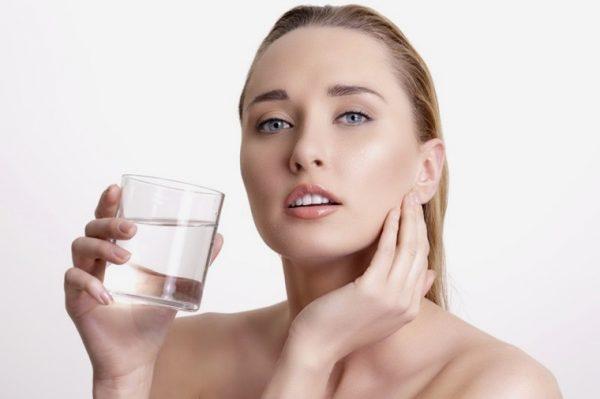 Nước muối có khả năng chữa lành vết thương và làm dịu cơn đau nhiễm khuẩn
