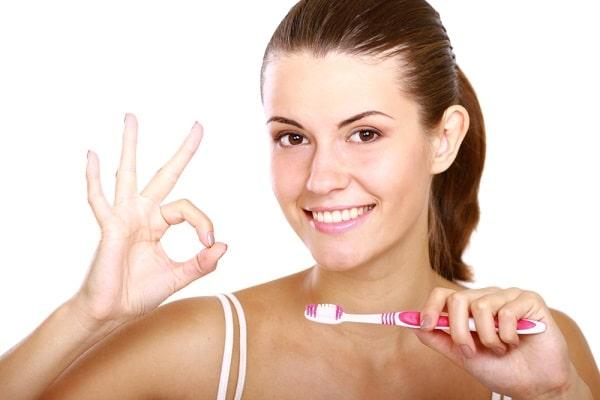 Cầu răng sứ có tuổi thọ trong bao lâu phụ thuộc vào cách chăm sóc của bệnh nhân