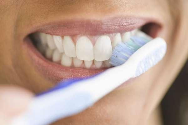Đánh răng mỗi ngày giúp răng miệng luôn sạch sẽ, thơm tho