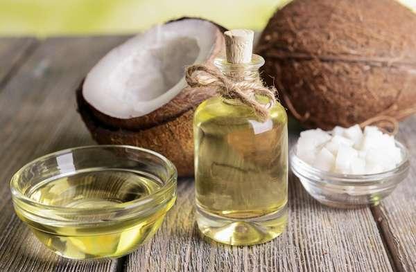 Sử dụng dầu dừa để chữa bị nhiệt miệng khi mang thai