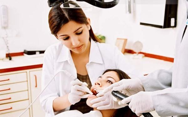Phụ nữ mang thai nên đi hàn răng ở 3 tháng giữa thai kỳ