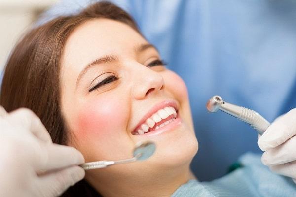 Nên đến phòng khám nha khoa sau khi nhổ răng bị sốt
