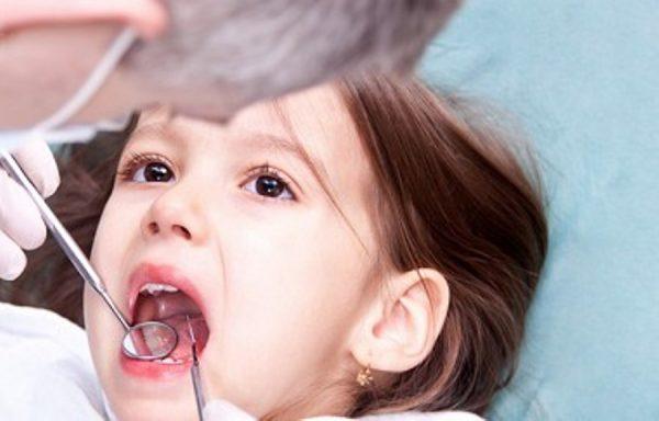 Thăm khám cho bé và điều chỉnh thói quen