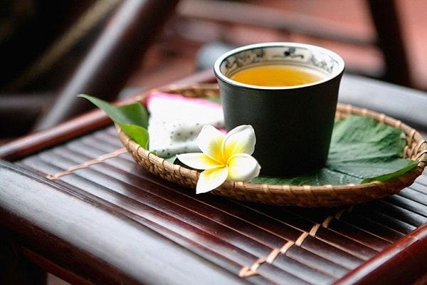Uống trà xanh hoặc trà đen đều rất tốt